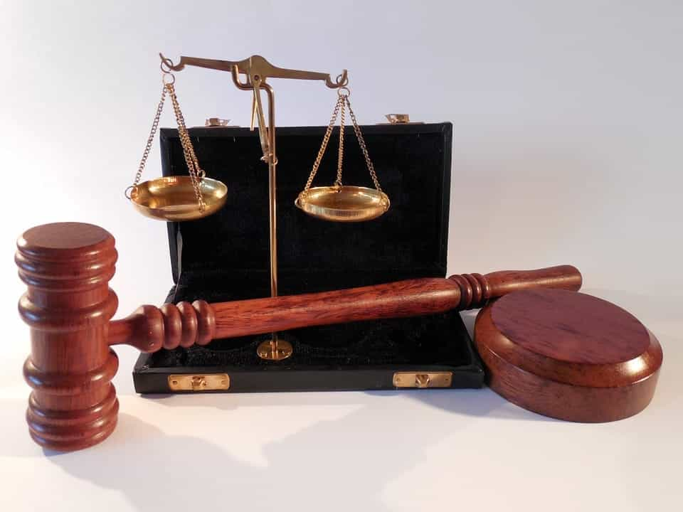 court scales gavel